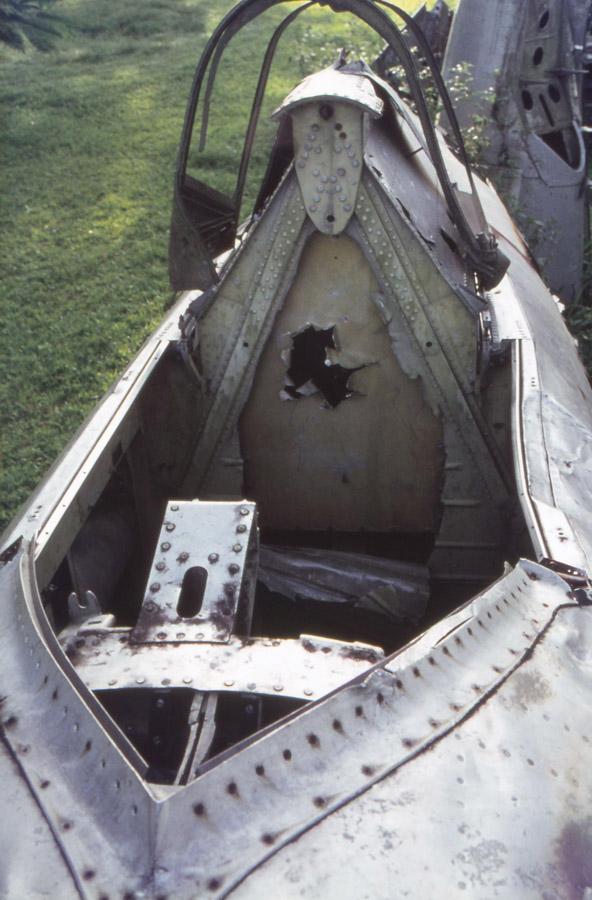1977, 42-27609 Christmas Tree Tank