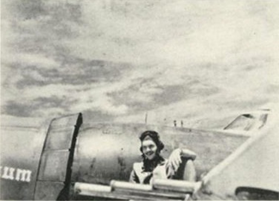 Lt. Searles on the wing of Little Chum near the four left wing .50 caliber machine guns.
