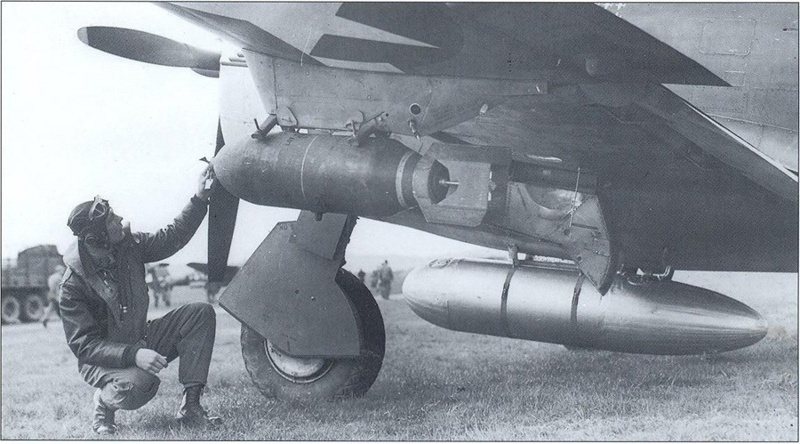 500 pound bomb and paper 200 gallon centerline tank, USAAF photo